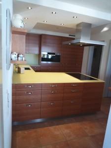 k che in kirschbaum mit glasabdeckung. Black Bedroom Furniture Sets. Home Design Ideas